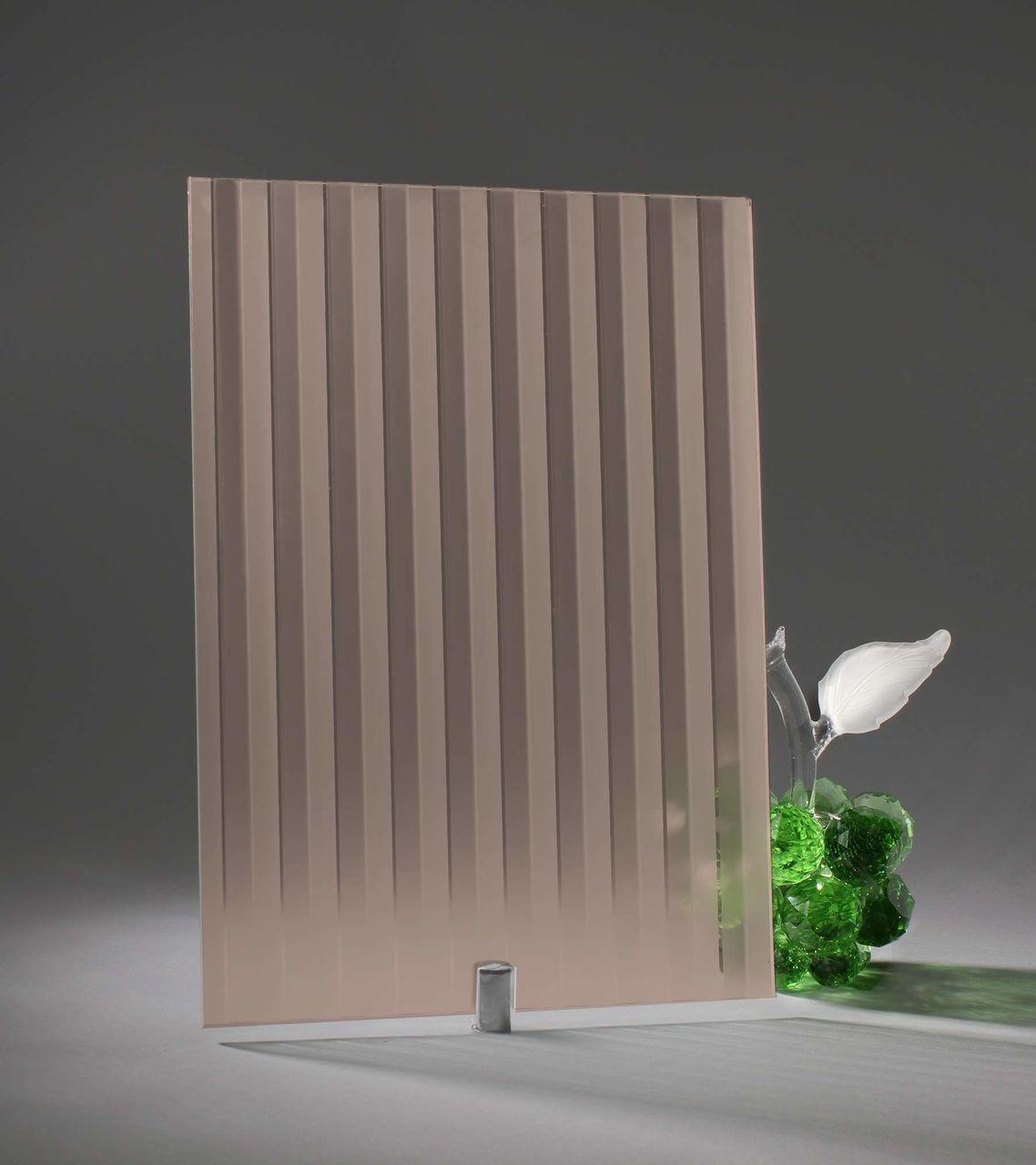 Стекло с узором на стекле при помощи химического травления