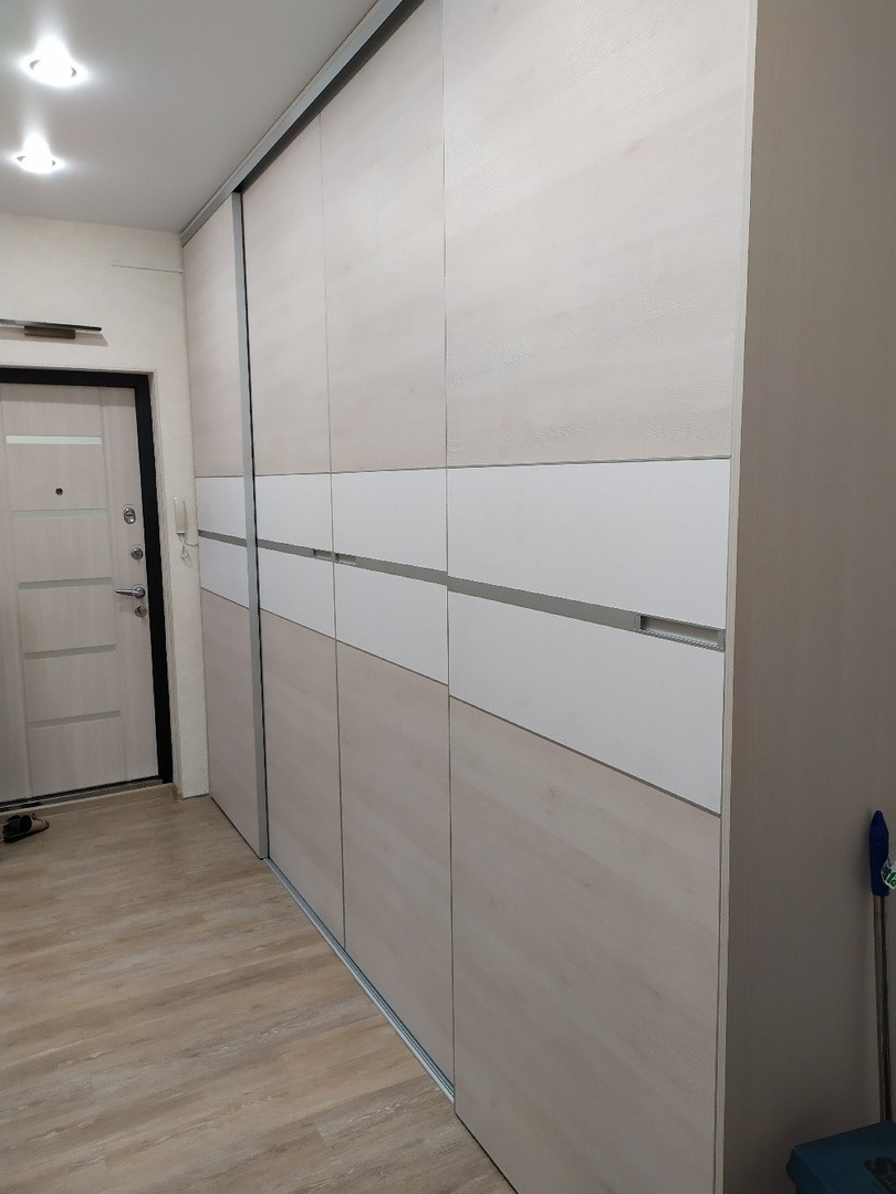 Шкаф-купе комбинированные вставками в двери-купе