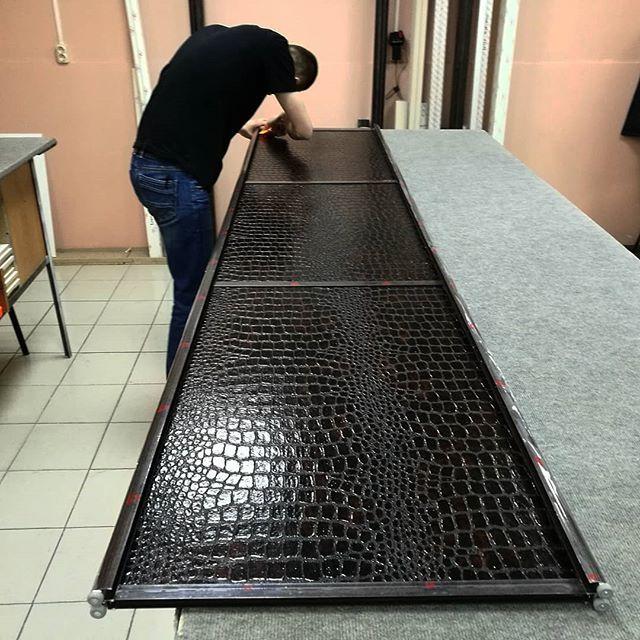 Шкафы-купе ЭКОКОЖА (искусственная кожа)