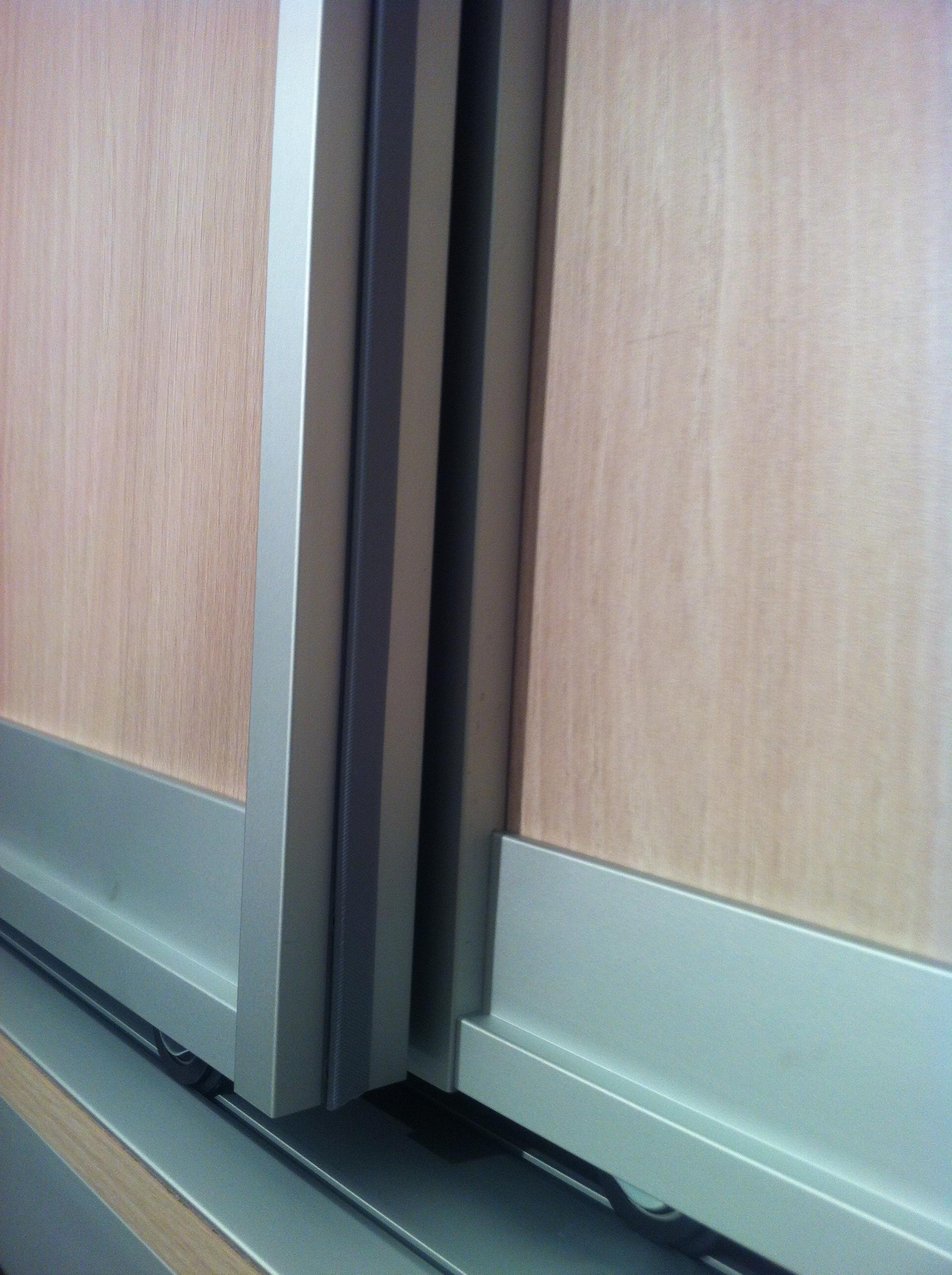 Шкафы-купе с наполнением ЛДСП