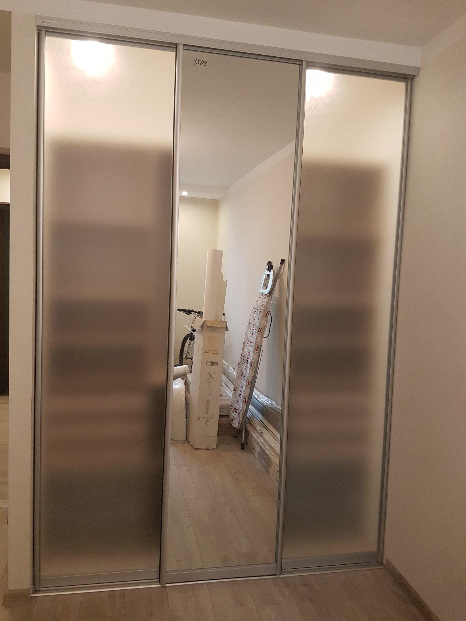 Шкафы-купе с прозрачным матовым стеклом